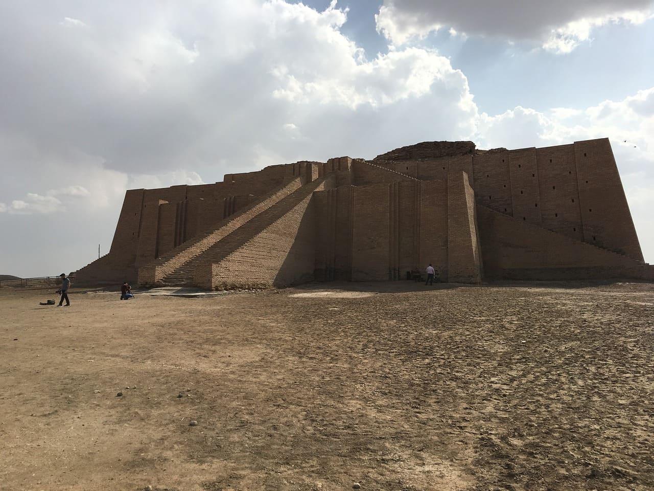 ziggourat irak fort chateau escalier desert