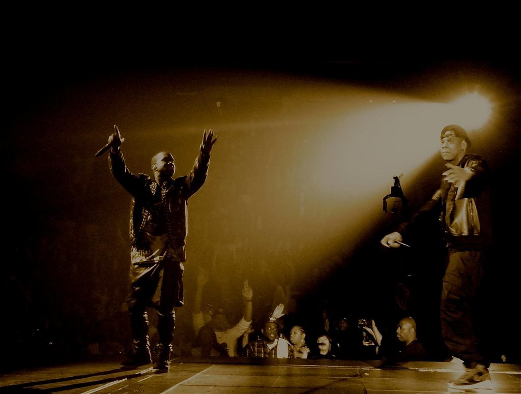 kanye west Jay-z concert rap scene lumiere casquette