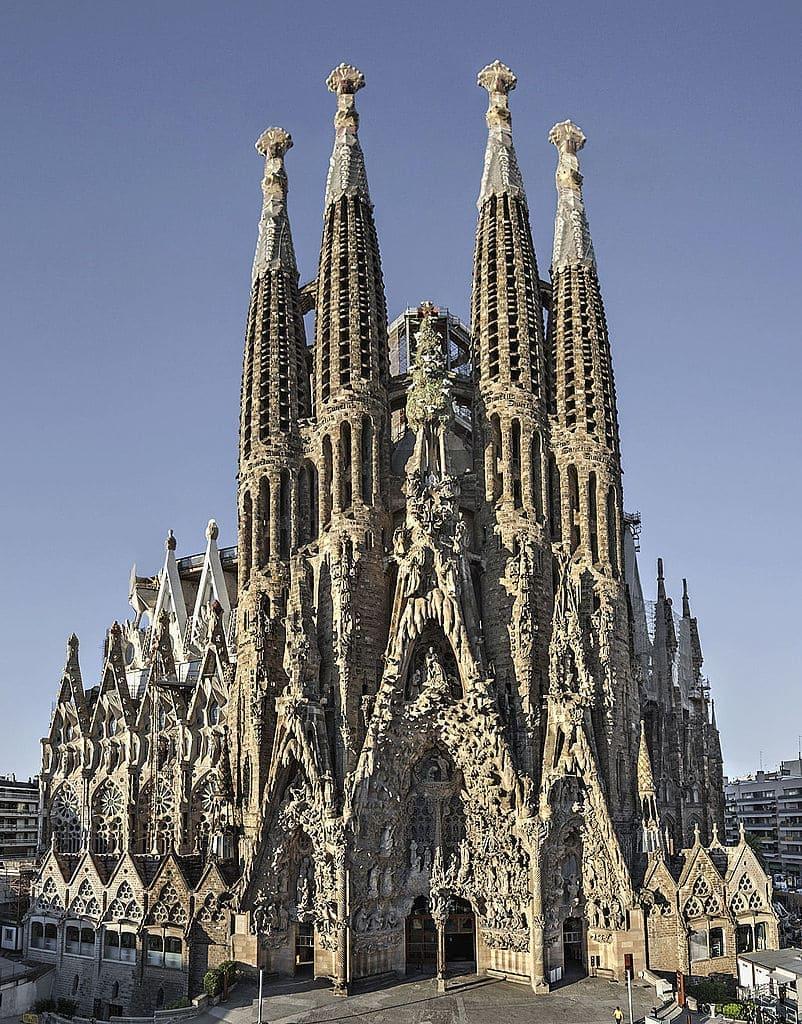 église ciel sculptures