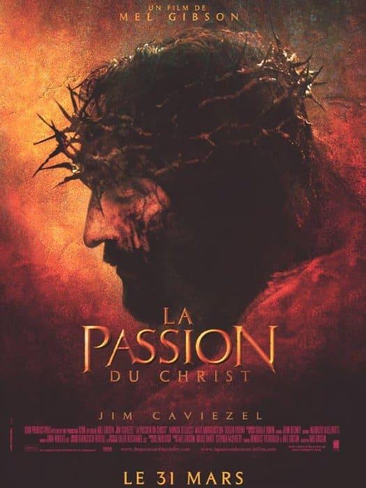 Affiche film américain La Passion du Christ couronne épines homme rouge Mel Gibon