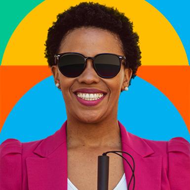 Card quadrado colorido com imagem de um mulher negra cega sorrindo