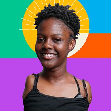 Card quadrado colorido com imagem de um mulher negra sorrindo