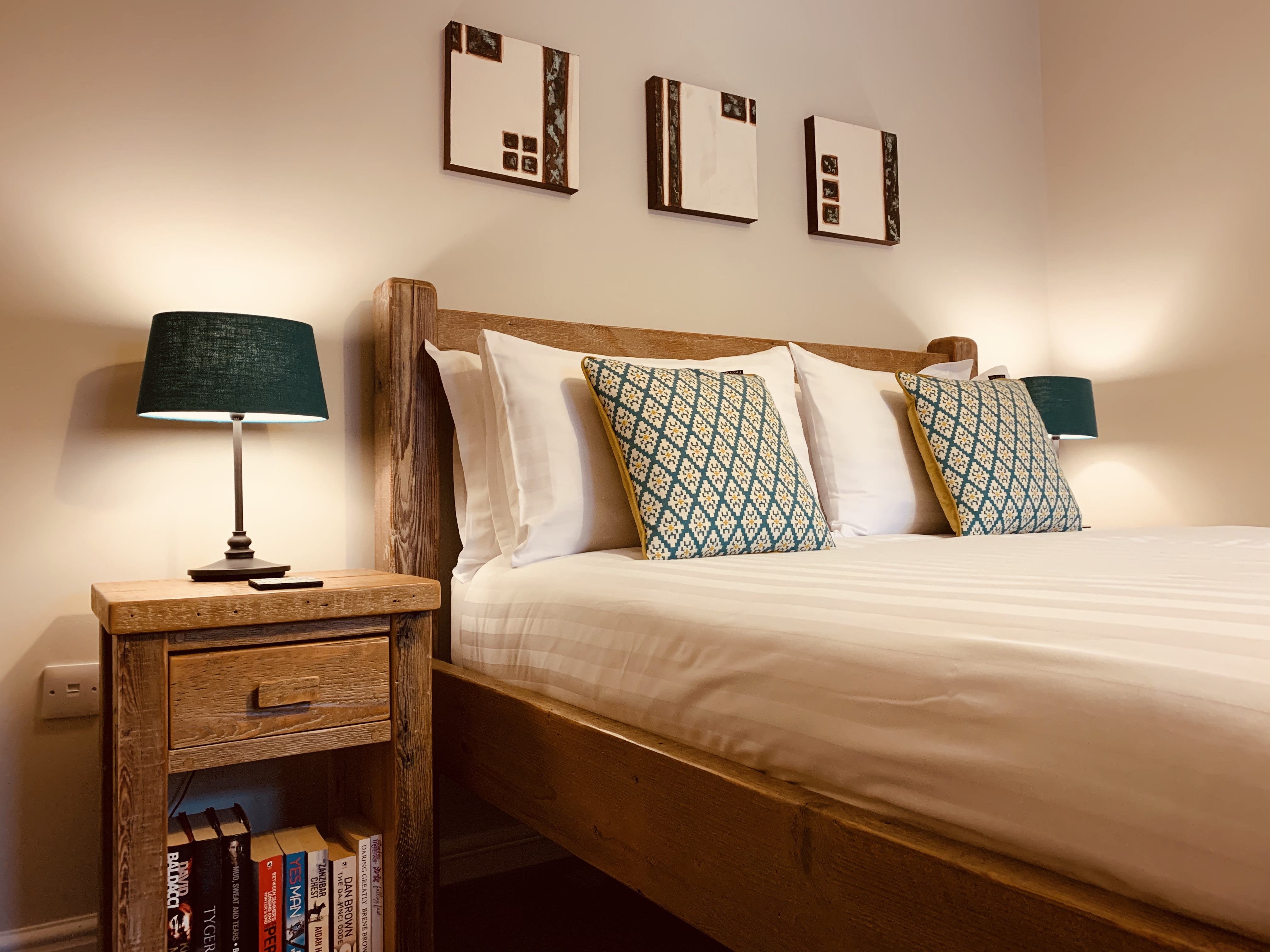 Second king size bedroom at Gwelmor self catering holiday home in Widemouth Bay