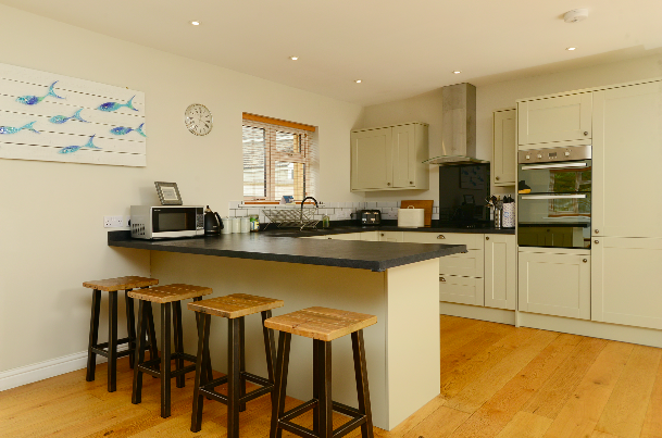Skitchen at Gwelmor self catering holiday home in Widemouth Bay