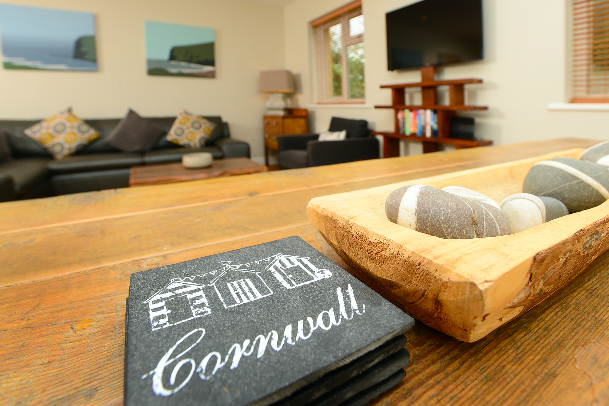 Finishing touches at Gwelmor self catering holiday home in Widemouth Bay