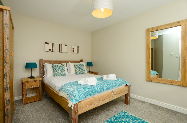 King size bedroom at Gwelmor self catering holiday home in Widemouth Bay