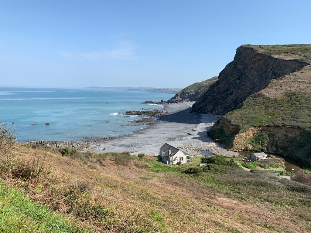 A cute holiday cottage on The South West Coast Path walk from Widemouth Bay to Crackington Haven whilst staying at Gwelmor holiday cottage