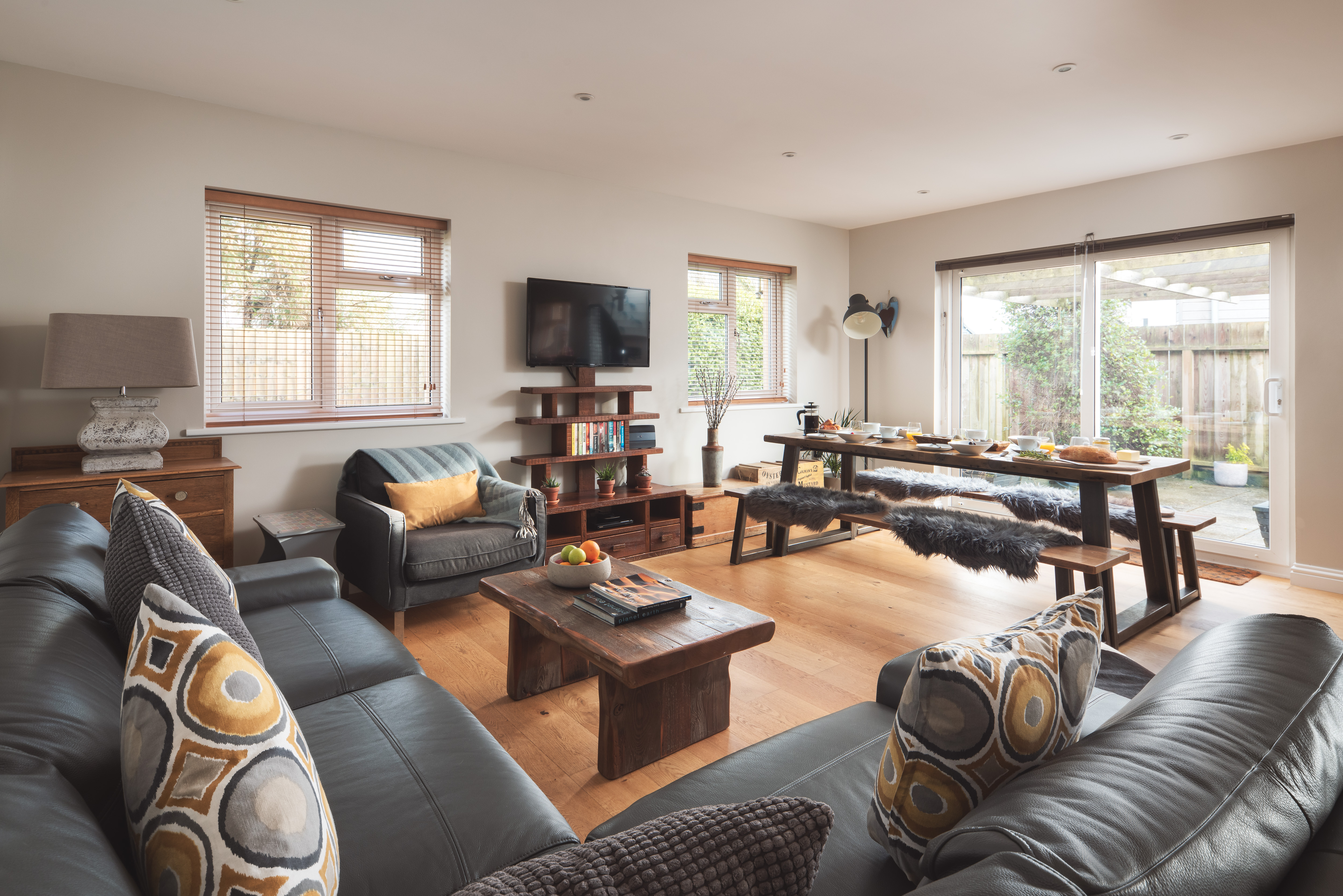 Spacious lounge/kitchen/diner in Gwelmor dog-friendly holiday cottage in Widemouth Bay, northCornwall