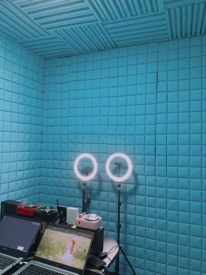 Sample of Listener Pro-advised lighting and camera setup for live broadcasting