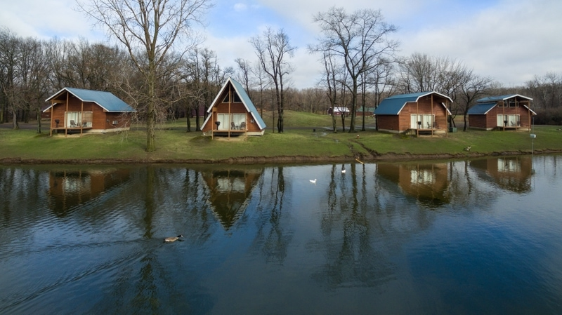 Cabins nearby lake