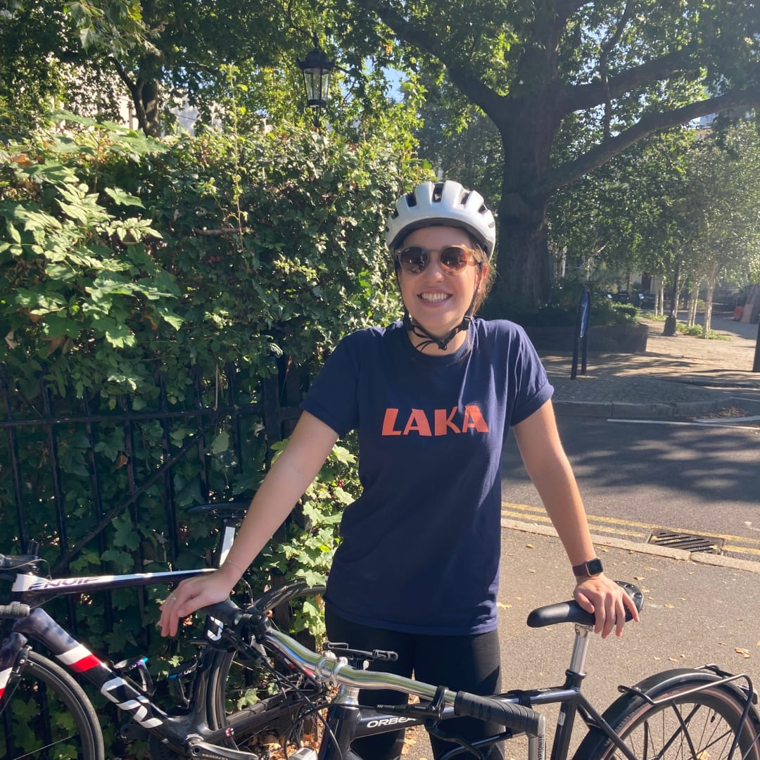 Laka's Eloise standing with her commuter bike in Regents Park