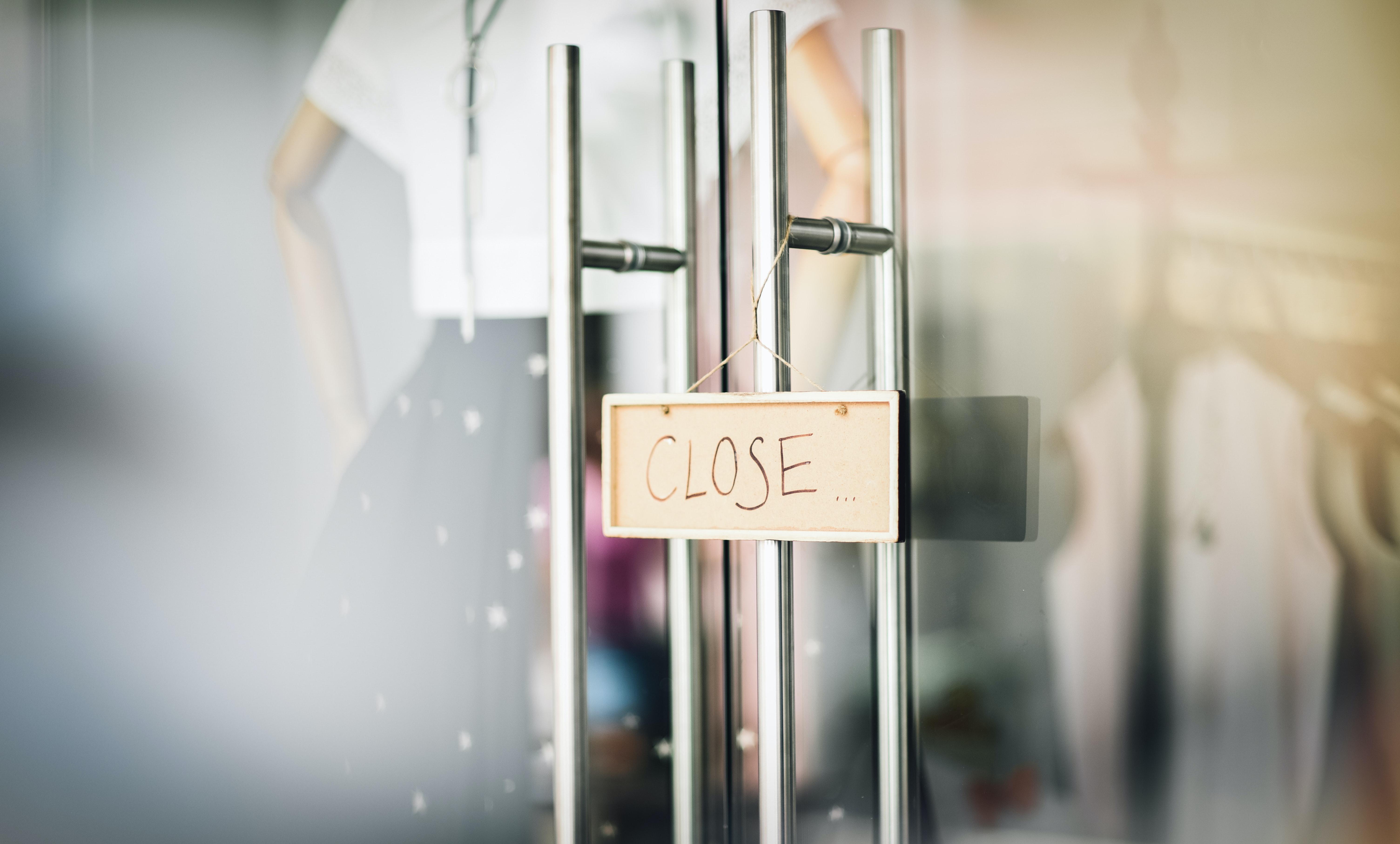 店鋪招牌顯示關門