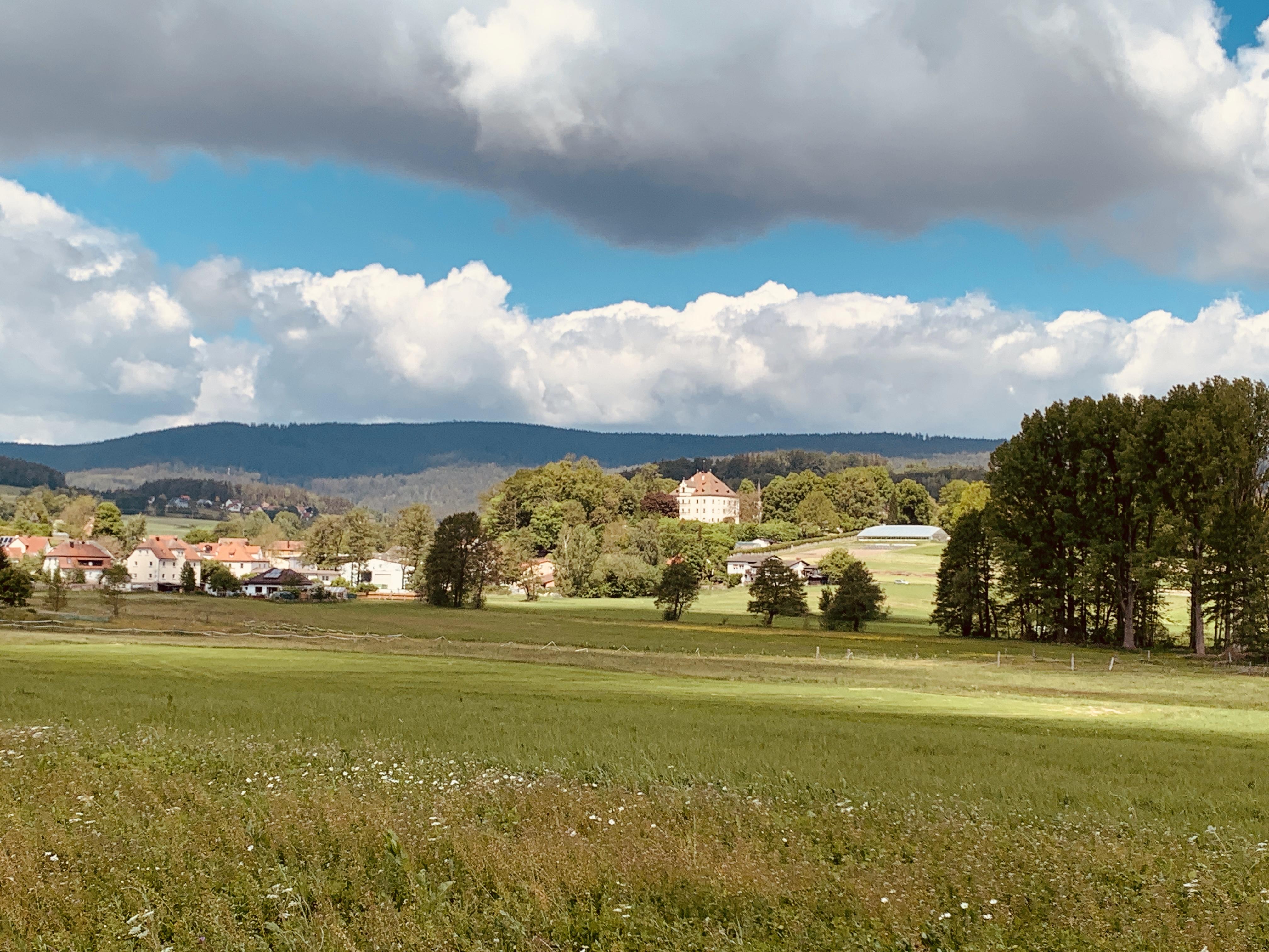 Das Örtchen Friedenfels im Naturpark Steinwald