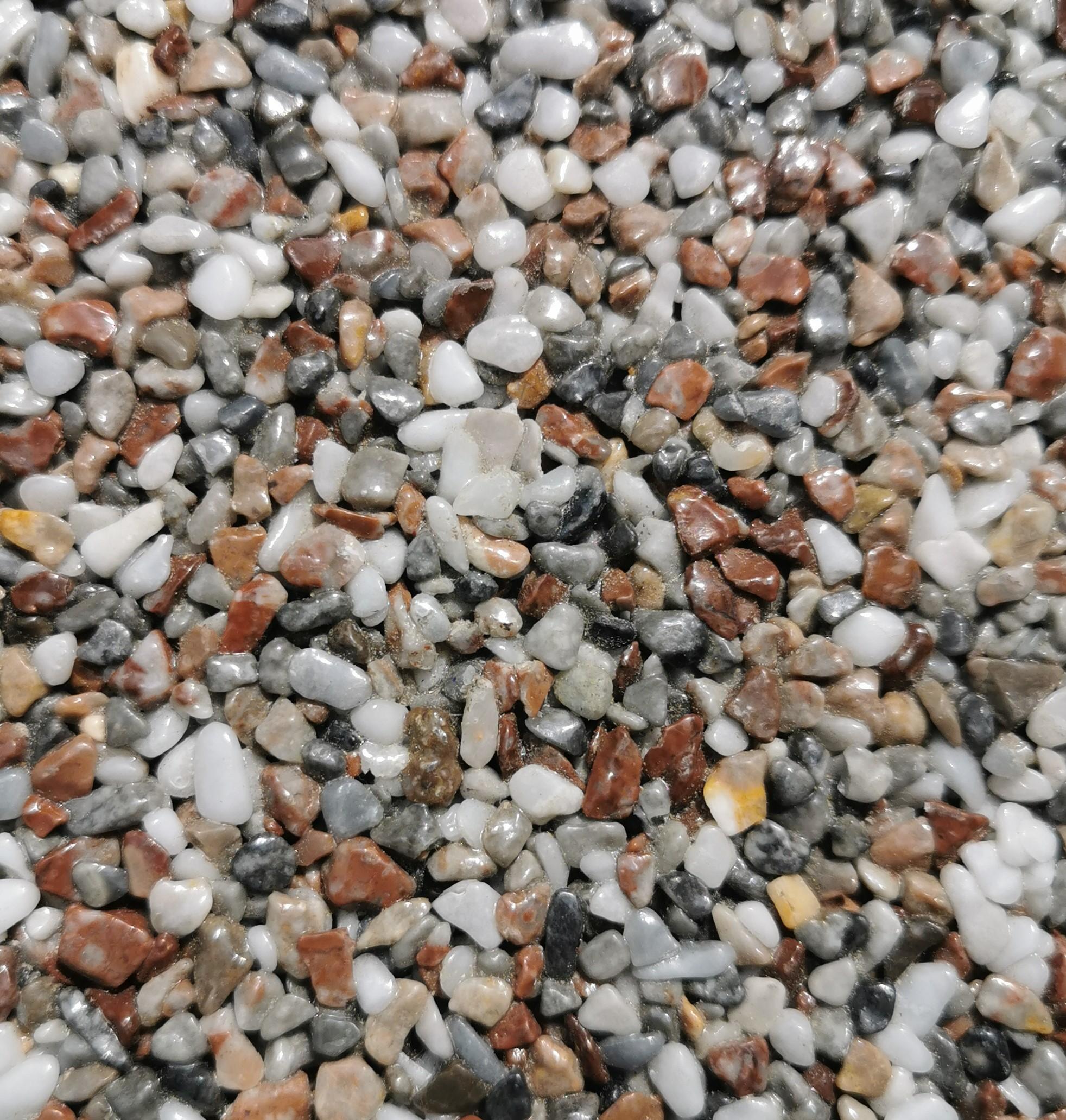 Ein weiß-braunes Steinteppich-Muster
