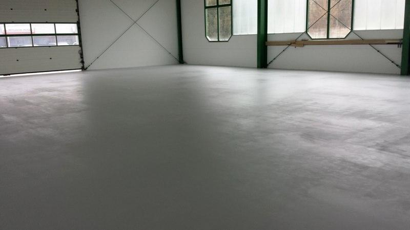 Ein Garagen Boden bzw Industrieboden in weiß