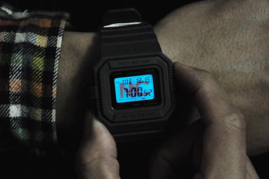 Đồng hồ điện tử Casio Illuminator bật đèn nền sáng