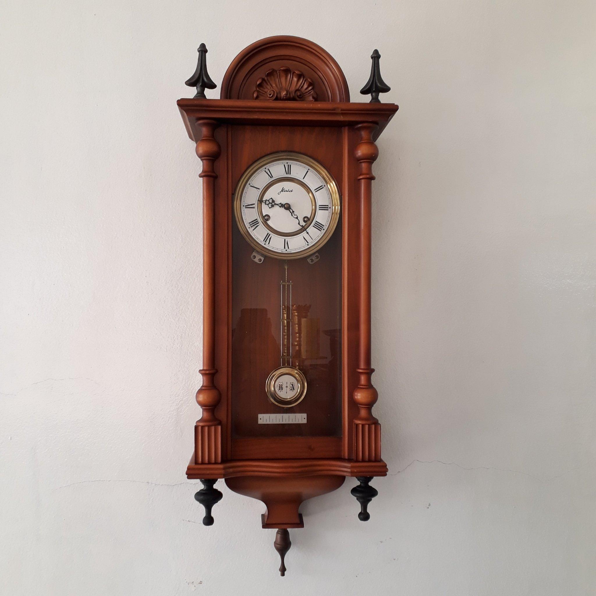 """Đồng hồ treo tường cổ nào đang """"làm mưa làm gió"""" trên thị trường hiện nay"""