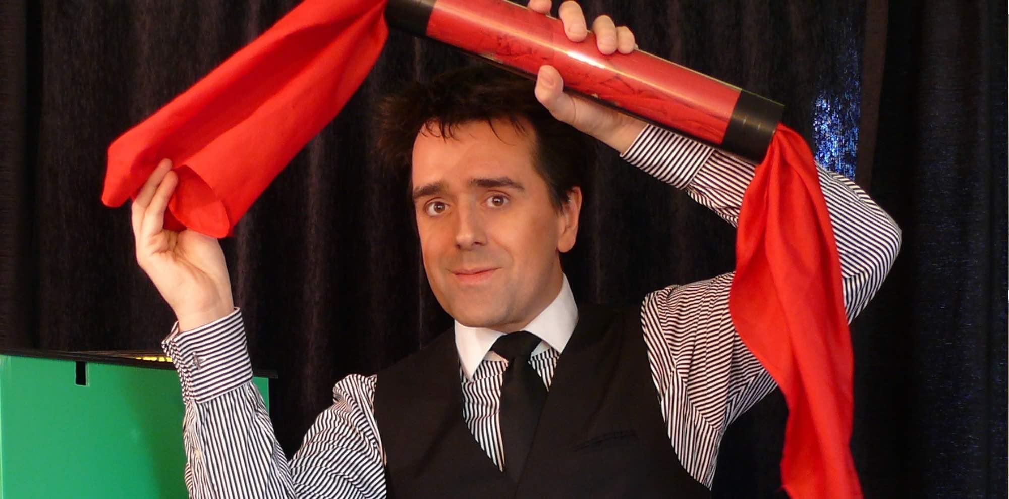 Spectacle de magie pour centre de loisirs, vacances scolaires, Halloween, Arbre de noël à cergy, Pontoise, Argenteuil, Versailles, Saint-germain-en-laye, Meaux, Noisy-le-grand, Roissy-en-brie, Torcy