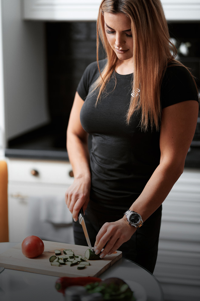 Julia preparing meals as a part of nutrition consultation