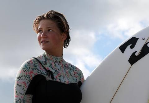 Maelys Jouault @maelys_jouault pour HEXA Surfboard