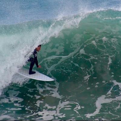 surfer surfing wyvesurf hexa surfboard speeder