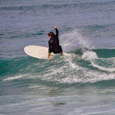 surfer surfing wyvesurf hexa surfboard h-round