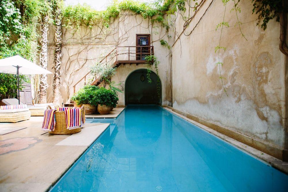 hotel swimming pool photo during daytime