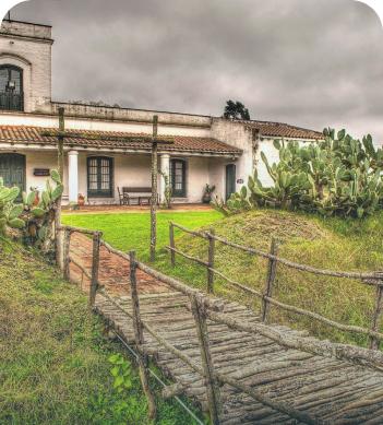Entrada al Museo Guiraldes