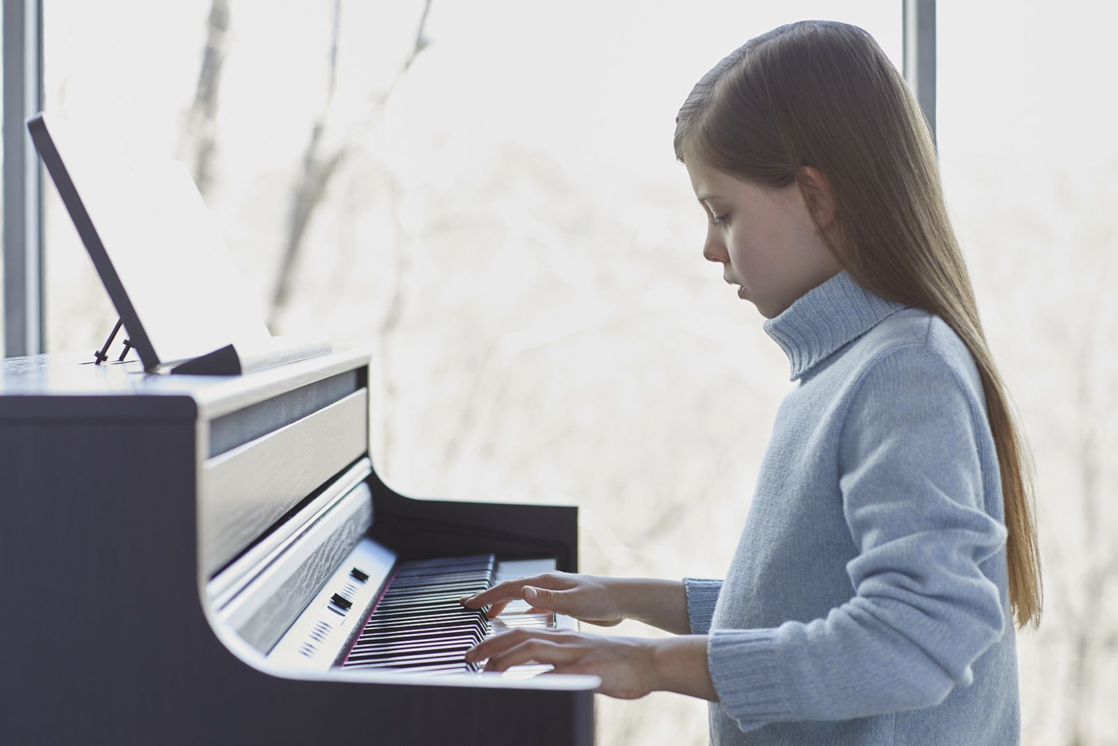 Roland HP-704 girl playing