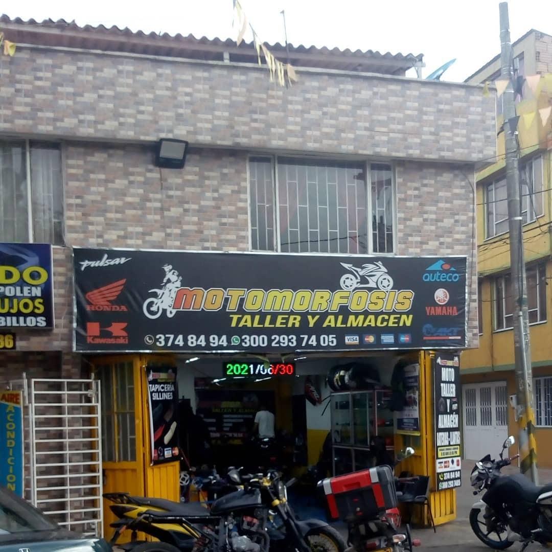 Local de reparación de motocicletas llamado Motomorfosis.