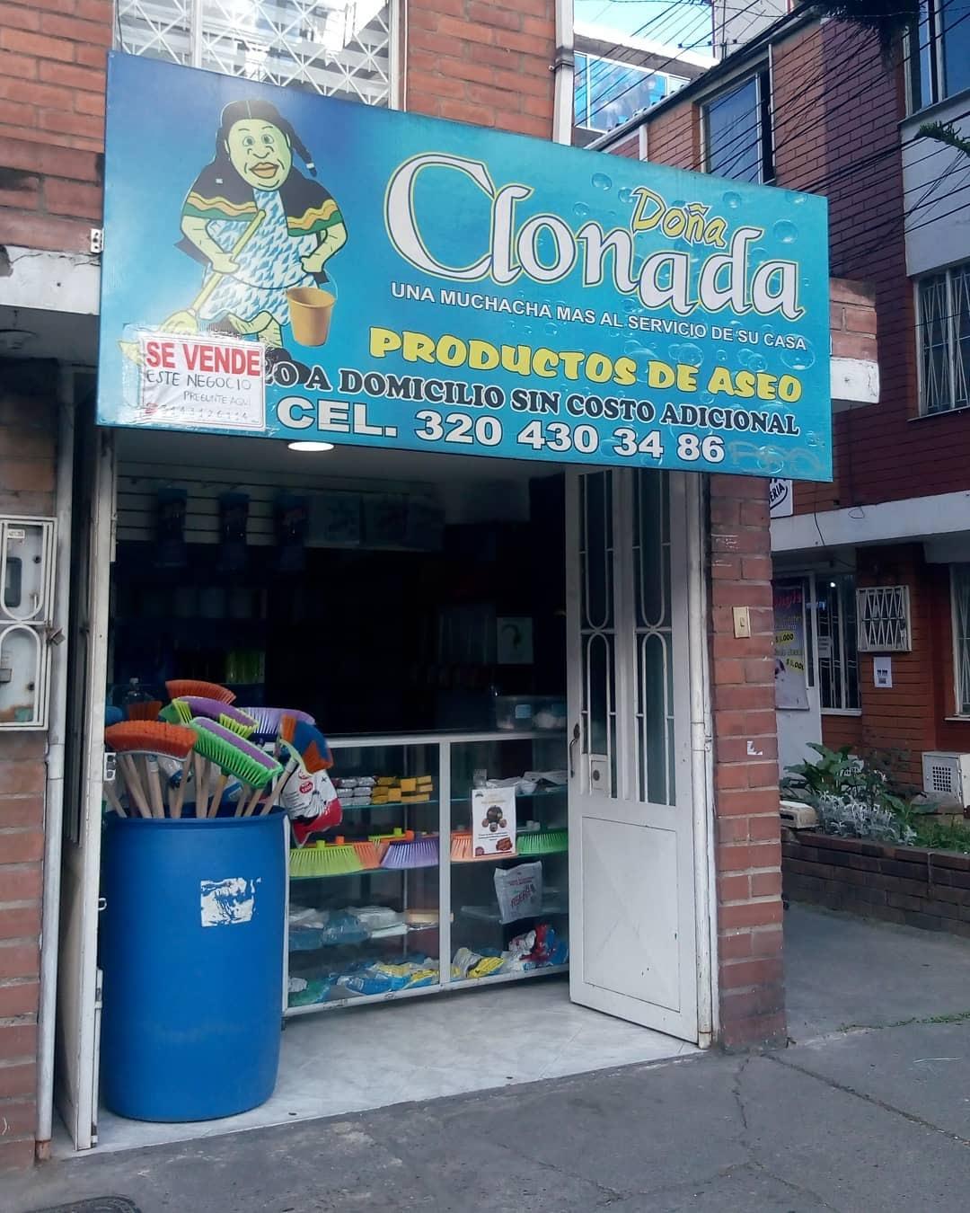 "Fachada de local que dice ""Doña Clonada, Productos de Aseo"""