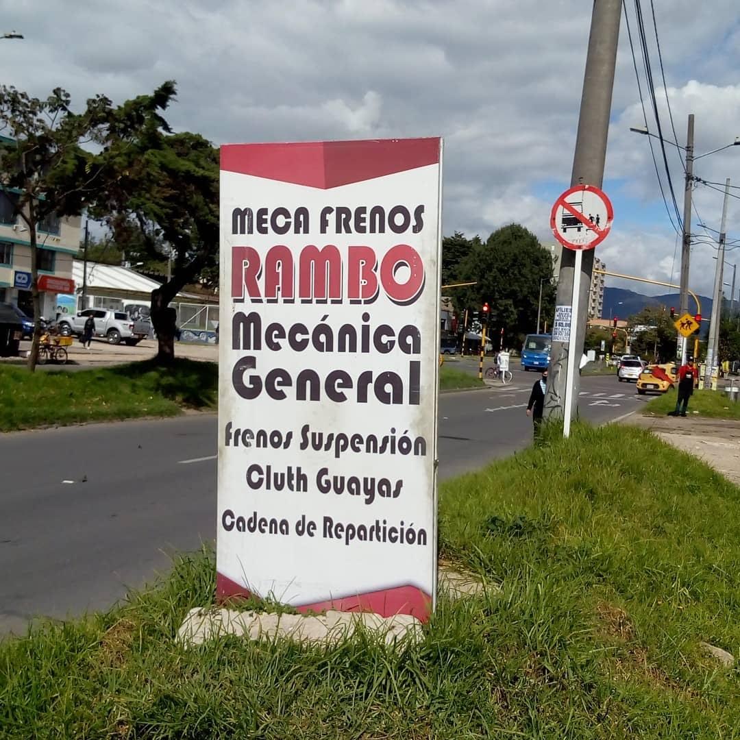 "Aviso en la calle que dice ""Meca frenos RAMBO, mecánica general"""