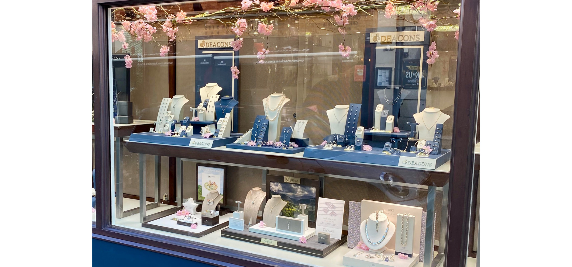 Best visual merchandisers for jewellery stores