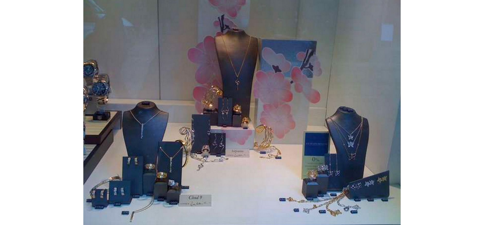 Visual merchandising & Events jewellery displays