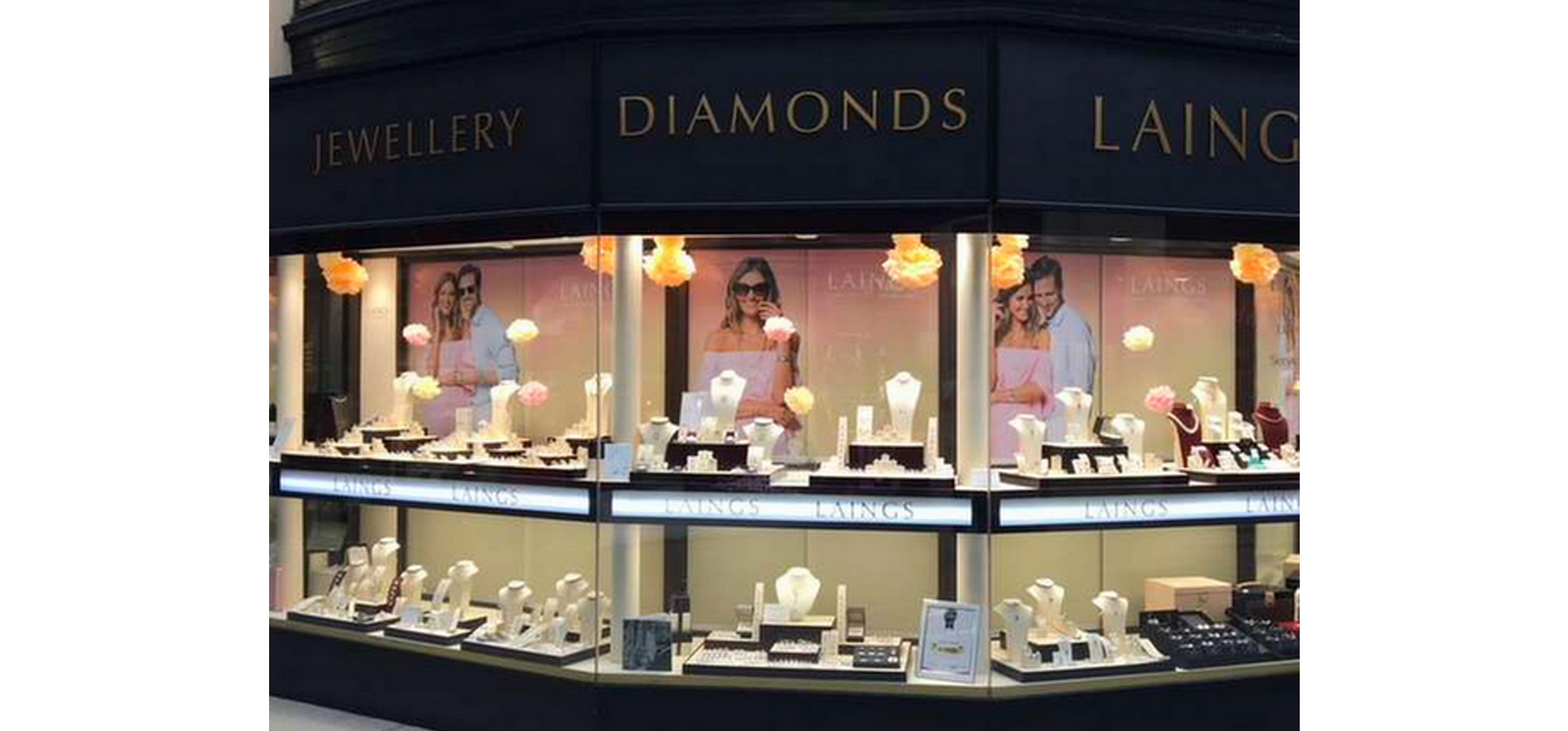 Jewellery shop front - visual merchandising from VM & Events