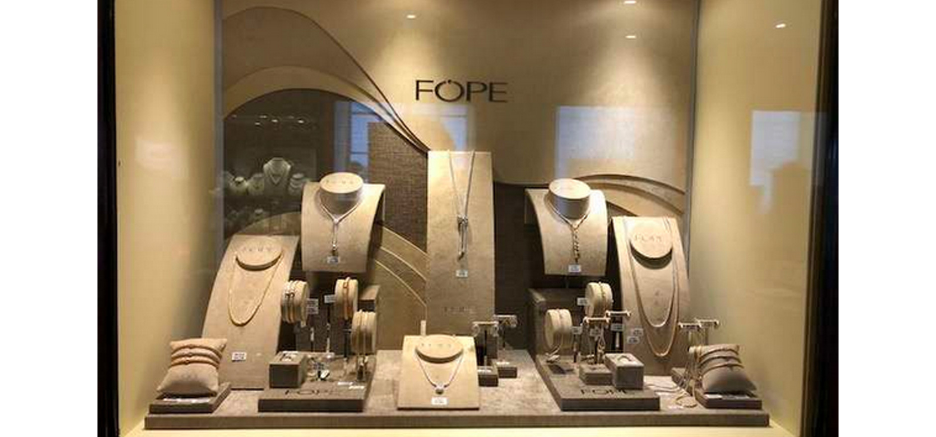 Store display for jewellery