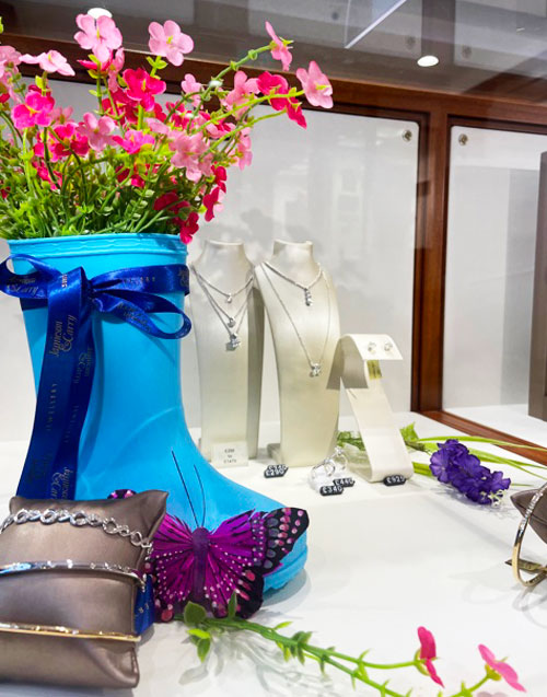 Visual merchandising for jewellery & watch stores