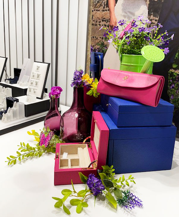 Jewellery shop store front - best visual merchandising for jewellery industry