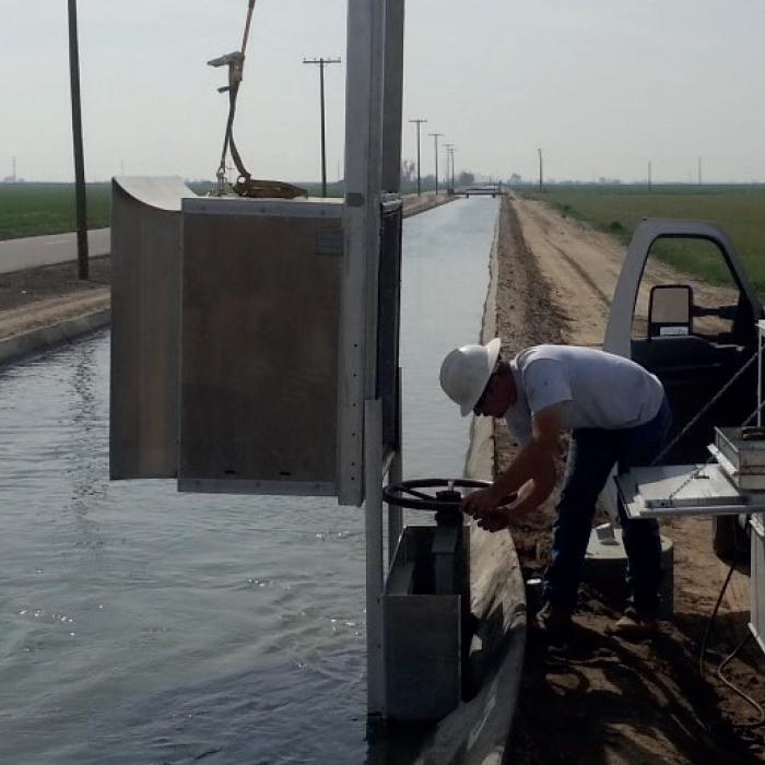 Automated flow irrigation gate - Washington