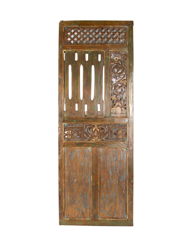 Puerta decorativa tallada
