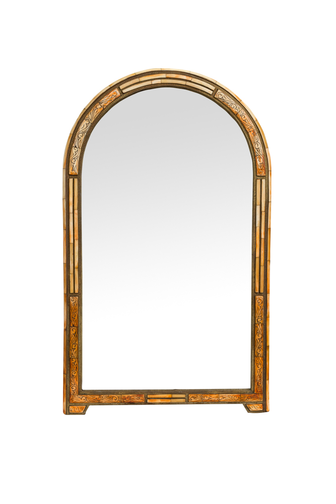 Espejo en forma de arco metal dorado