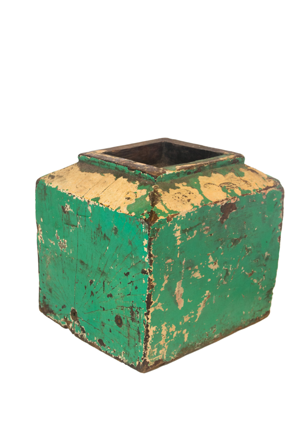Portavela en madera verde