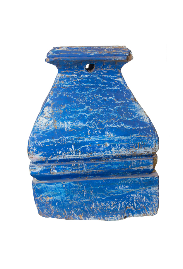Portavela en madera azul