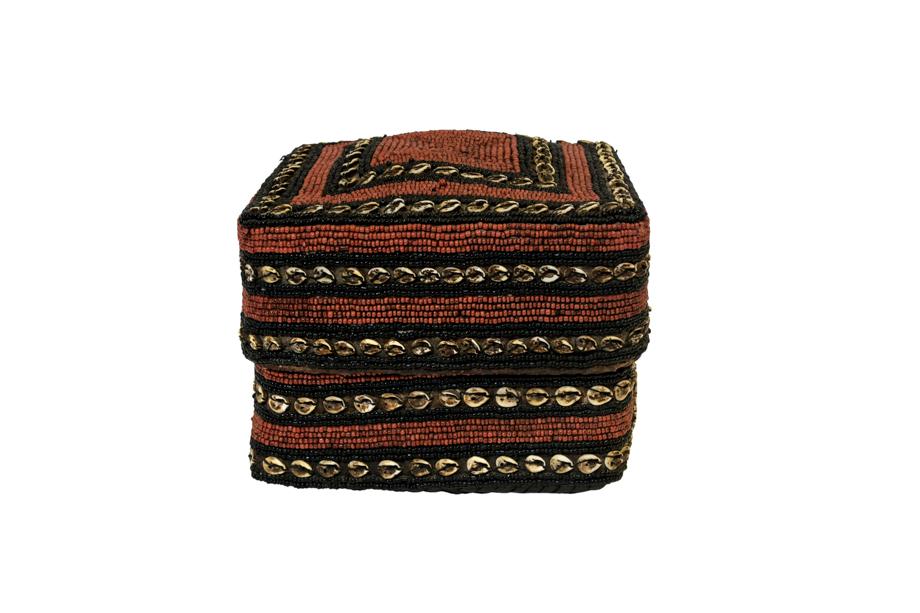 Caja de ofrenda Balinesa cuentas de chaquira y conchas, rojo-café