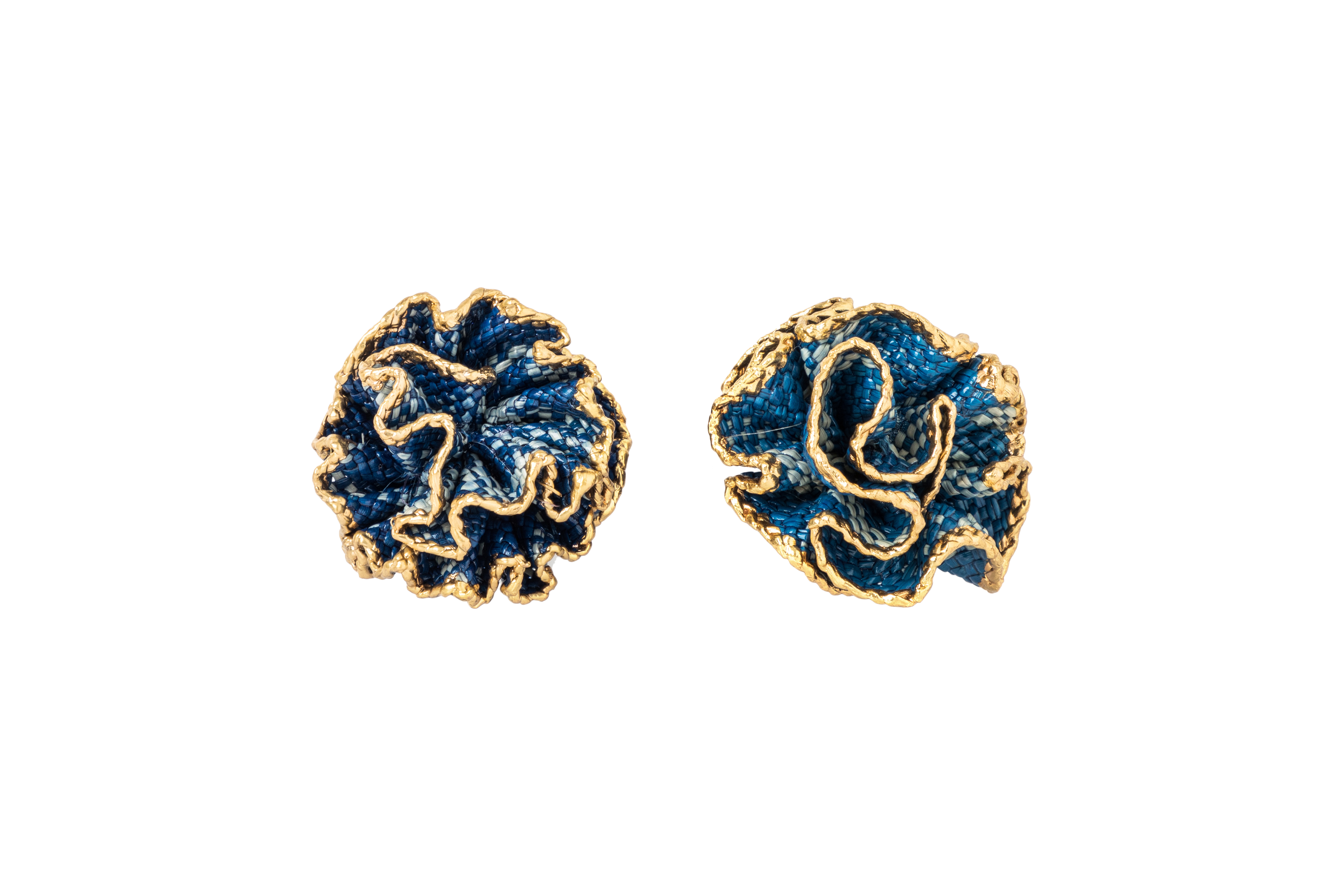 Arete flor de iraca y baño de oro, Azul rey