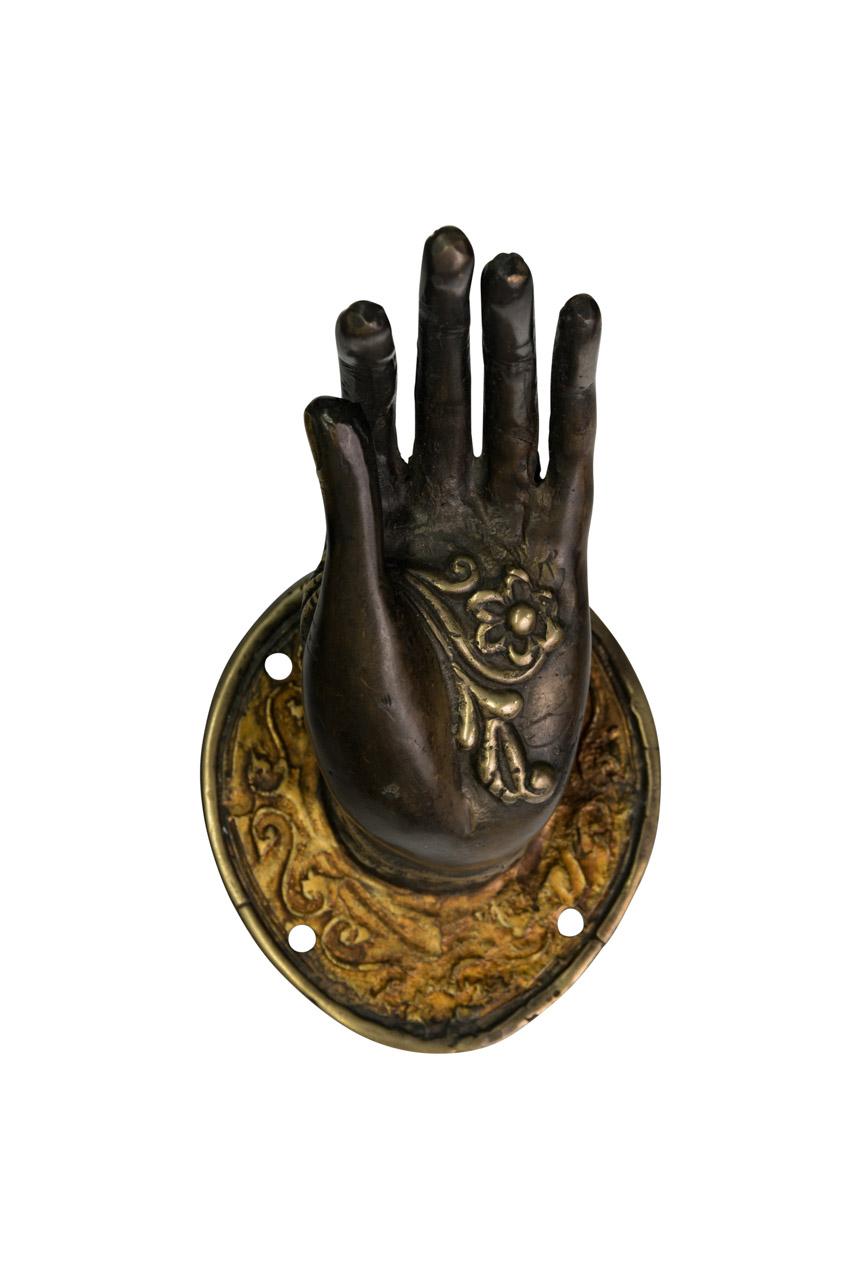 Mano decorativa en bronce negra