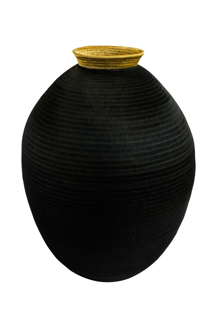 Werregue Black & Gold Container