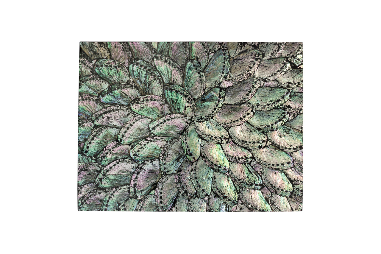Mother-of-pearl placemat, dark grey