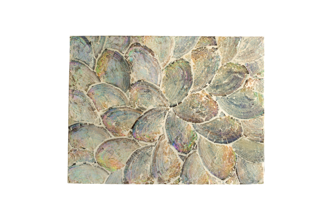 Mother-of-pearl placemat, light grey