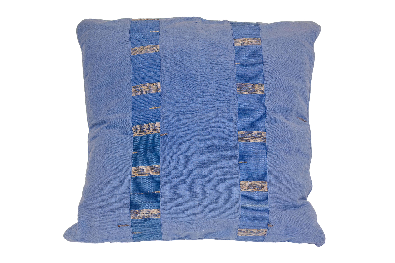 Indonesian cushion azuL jean